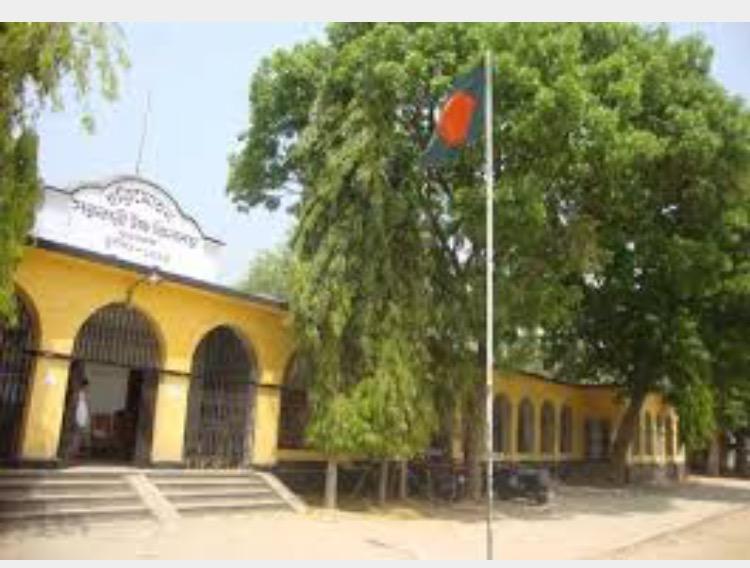 চাপাইয়ের হরিমোহন স্কুল আন্ত:বিভাগীয় ক্রিকেটের ফাইনালে।।