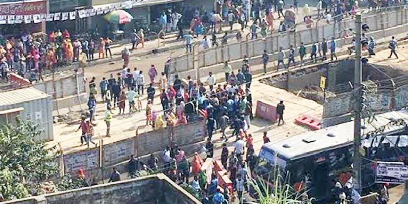 পোশাক শ্রমিকদের বিক্ষোভ ছড়িয়েছে॥মিরপুরের কালশীর রাস্তা