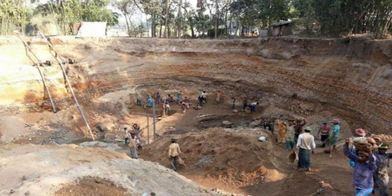 চুয়াডাঙ্গায় মাটিচাপা পড়ে দুই ইটভাটা শ্রমিক নিহত॥