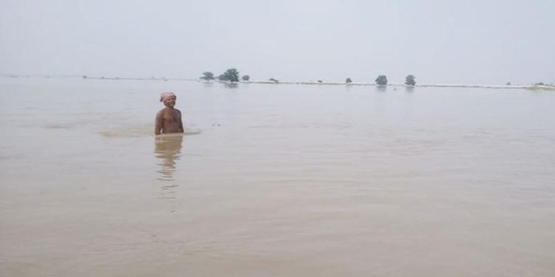 চাঁপাইনবাবগঞ্জে পদ্মা নদীতে নৌকাডুবির ঘটনায় বাবা-ছেলের মরদেহ উদ্ধার ।।