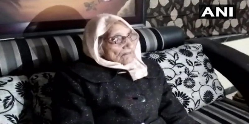 অভিনব নজির গড়ে ভারতের রাজস্থানে পঞ্চায়েত প্রধান হলেন ৯৭ বছর বয়সী বৃদ্ধা॥