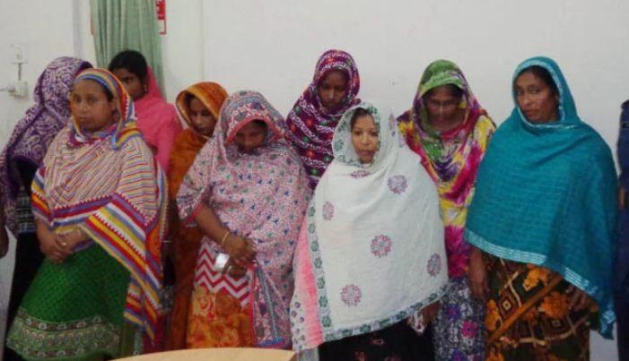 ঝালকাঠিতে সদর হাসপাতালে র্যাবের অভিযানে ৯ নারী দালাল আটক।