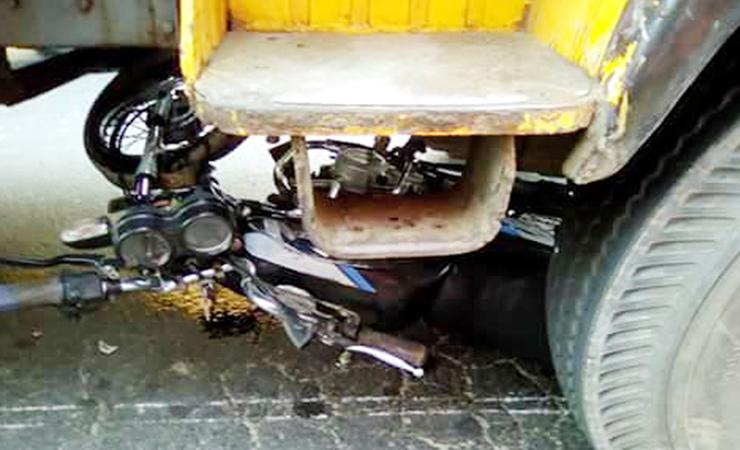 নোয়াখালীতে ট্রাকচাপায় মোটরসাইকেল আরোহী নিহত।।